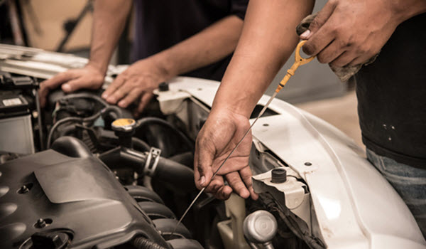 DOES IMPROPER ENGINE OIL LEVEL AFFECT CAR PERFORMANCE?